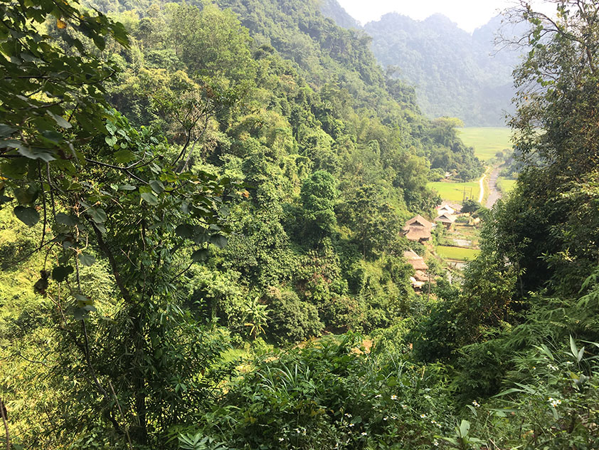 Seen from above, Kho Muong still keeps its orignial and wild beauty among green forests and mountains
